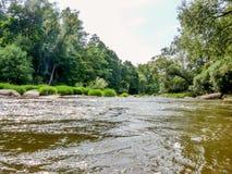 Die Ansicht von der Mitte des Flusses Stockbilder