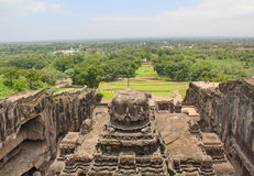 Die Ansicht von der Spitze Kailsa-Tempels, alter hindischer Stein geschnitzter Tempel, höhlen keine 16, Ellora, Indien aus Stockbild