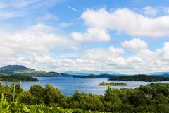 Die Ansicht von Glen Striddle-Hügel zu Loch Lomond, Schottland, Großbritannien stockbild