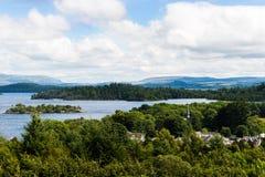 Die Ansicht von Glen Striddle-Hügel zu Loch Lomond, Schottland, Großbritannien stockbilder