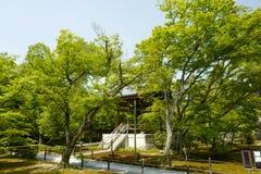 Die Ansicht von Kinkaku-ji, nannte auch Temple des goldenen Pavillons, offiziell genannt Rokuon-ji stockfotografie