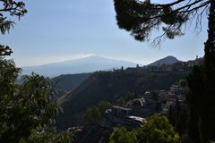 Die Ansicht von Taormina-Garten stockbilder