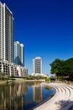 Die Ansicht-Wohnsitz-Kontrolltürme an den Grüns, Dubai, U Lizenzfreies Stockbild