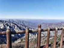 Die Ansicht zu den schönen Bergen Seoraksan Stockfotos