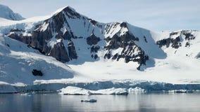 Die Antarktis an einem sonnigen Tag stock footage