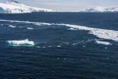 Die Antarktis - Landschaft und Gassen-Eis Stockbild