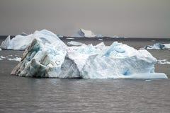 Die Antarktis - Nicht-tabellarischer Eisberg Stockbild