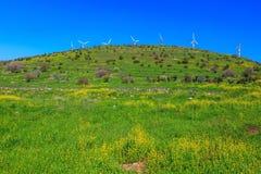 Die Anzahl von malerischen Windmühlen Stockfotos