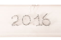 Die Anzahl 2016 von Nägeln auf einem hellen hölzernen Hintergrund Lizenzfreies Stockfoto