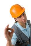 Die Arbeitskraft, die okaygeste zeigt. Stockfotos
