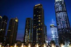 Die Architektur der Nachtstadt stockfotografie