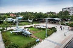 Die Architektur und die nicht identifizierten Touristen sind im Kriegs-Denkmal von Korea Stockfotos