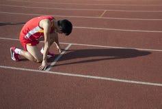 Die Athleten betriebsbereit zu beginnen stockbilder