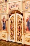 Die Attribute der orthodoxen Kirche, Guss, Ikone, Kreuz, Gebetsraum innerhalb der Kirche Stockfotos