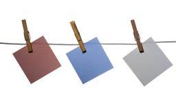 Die Aufkleber geregelt auf einem Netzkabel stockfotografie