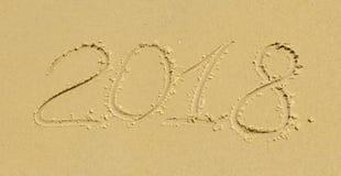 Die Aufschrift auf dem Sand 2018 Stockfotografie