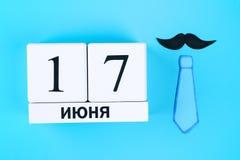 Die Aufschrift auf russisch - 17. Juni Postkarten auf dem Thema von Vater ` s Tag Stockfotos