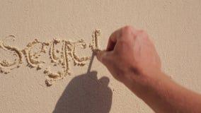 Die Aufschrift von Seychellen auf dem Sand stock video