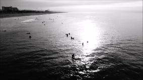 Die Aufstellung am Huntington Beach vom Pier oben stock footage