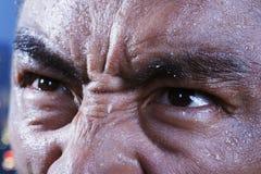 Die Augen des Athleten, die oben, Nahaufnahme schauen lizenzfreie stockbilder