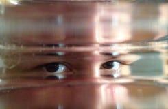 Die Augen durch das Glas Stockfotografie