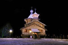 Die aus alter Zeit hölzerne Kirche. Lizenzfreies Stockbild