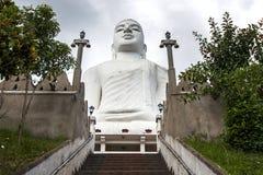Die ausgezeichnete Statue Bahiravakanda Buddha in Kandy in Sri Lanka Stockbild