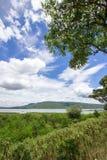 Die ausgezeichneten Ansichten von Lam Takhong-Reservoir gesehen von Thao Suranari parken, Verbot Nong Sarai, Pak Chong, Nakhon Ra Stockbild