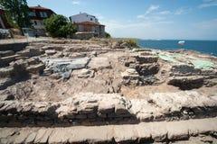 Die Aushöhlung von alten Gräbern in Sozopol in Bulgarien Stockbild