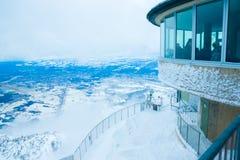 Die Aussichtsplattform auf die Oberseite des Berges Lizenzfreies Stockfoto