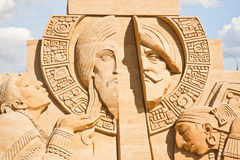 Die Ausstellung von Sandskulpturen Skulptur-Klinge und das Kreuz Stockfotos