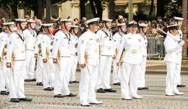 Die australische Königliche Marine nehmen an Französischem Nationalfeiertag Militärp teil Stockbilder