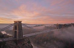 Die Avon-Schlucht in Richtung zu Bristol mit der Clifton Suspensions-Brücke lizenzfreie stockfotos
