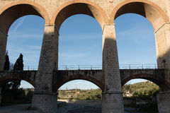 Die Bögen der Brücke lizenzfreie stockfotografie