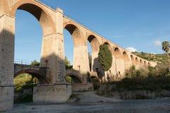 Die Bögen der Brücke stockfotografie