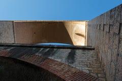 Die Bögen der Brücke stockfotos