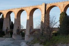 Die Bögen der Brücke stockbilder