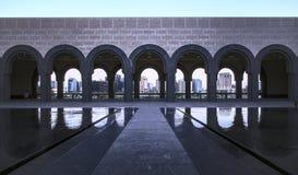 Die Bögen des Museums der islamischen Künste stockbild