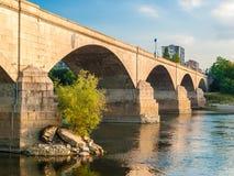 Die Bögen einer Brücke Stockbild