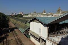Die Bahnstation von Rangun auf Myanmar Stockbild