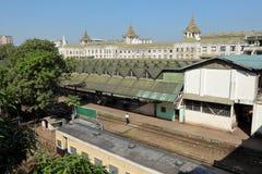 Die Bahnstation von Rangun auf Myanmar Lizenzfreie Stockbilder