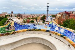 Die Bank durch Gaudi in Parc Guell. Barcelona. Stockfotografie