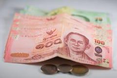 Die Banknoten und die Münzen Stockfoto