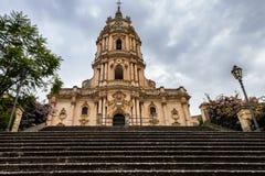 Die barocke Architektur St- Georgekathedrale von Modica in Sizilien in Italien stockfotos