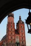 Die Basilika der Heiligen Maria in Krakau lizenzfreie stockbilder