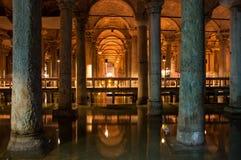 Die Basilika-Zisterne in Instanbul lizenzfreie stockfotos