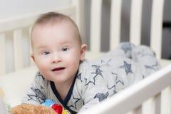 Die Bauchzeit des Kindes stockfotos