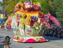 Die Bayer 2010 fortgeschrittene Rose Paradehin- und herbewegung lizenzfreie stockfotografie