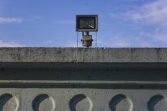 Die Befestigung auf einem konkreten Zaun Lizenzfreie Stockfotos