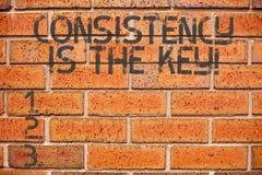 Die Begriffshandschrift, die Übereinstimmung zeigt, ist der Schlüssel Geschäftsfoto, das volle Widmung zu einer Aufgabe eine Gewo stockfoto